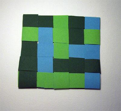 Sottobicchieri di carta intrecciata