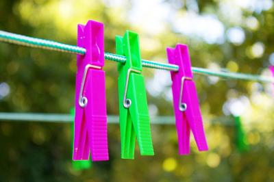 simboli di lavaggio in lavatrice sulle etichette dei vestiti