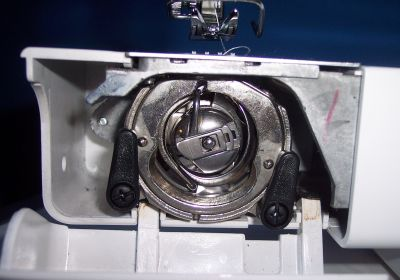 macchina da cucire come bloccare la bobina inferiore