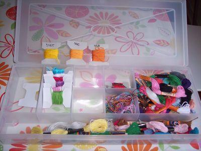 Organizzare l 39 angolo del cucito mamma felice - Scatole ikea trasparenti ...
