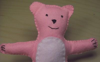 Juegos de pañolenci: un osito todo rosa