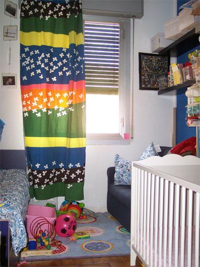 Basta una tenda nuova e la cameretta cambia aspetto for Camera bambini ikea