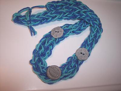 Le Tricotin: come fare la maglia tubolare con le dita (ovvero: una collana di maglia e bottoni)