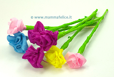 Rose di carta crespa mamma felice for Fiori di carta di giornale