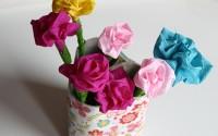 vaso di fiori con rotoli carta igienica
