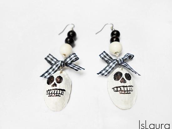 orecchini con teschio in cartone