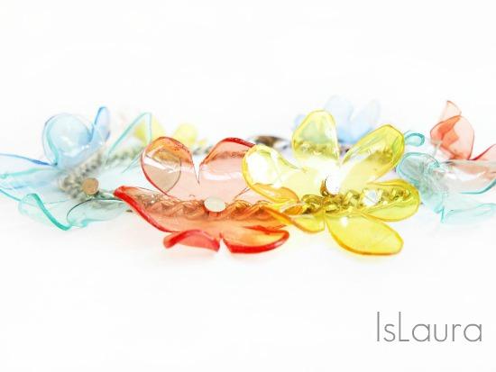 fiori di plastica montati su catenina