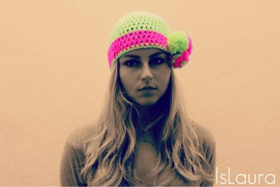 Cappello il lana a crochet e pon- pon
