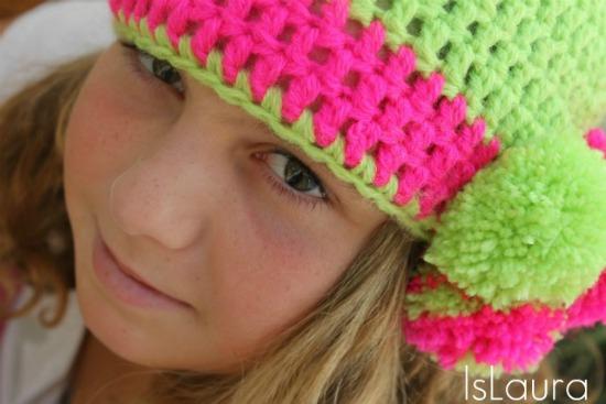 cappello a crochet in lana con pon-pon