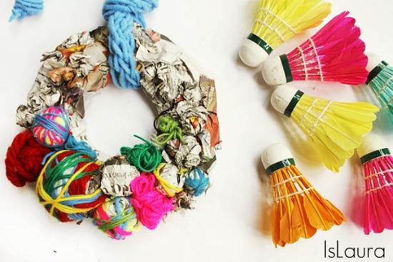 Ghirlanda di natale con materiali di riciclo mamma felice - Decorazioni di natale con materiale riciclato ...