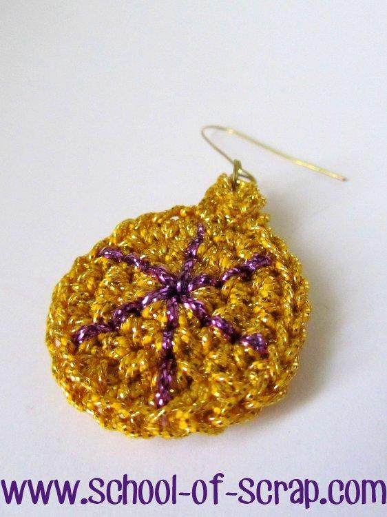Orecchini uncinetto a forma di pallina di Natale