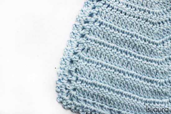 bavaglino azzurro particolare parte inferiore
