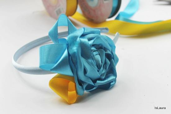 fiore in raso azzurro cerchietto
