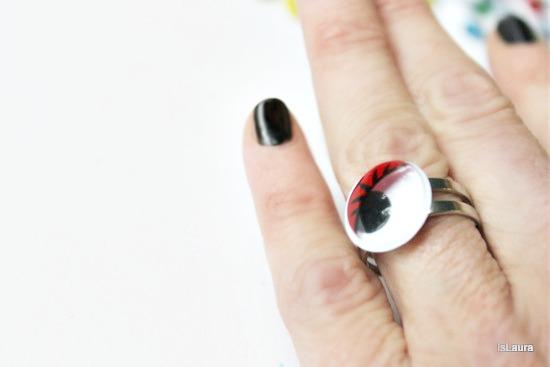 anello indossato occhietti mobili