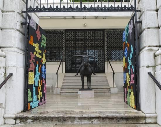 venezia-installazione-museo-peggy-guggenheim-ingresso