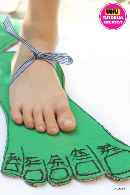 piede di Hulk in cartone verde