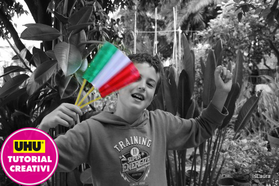 bandierina italiana in carta sventolata
