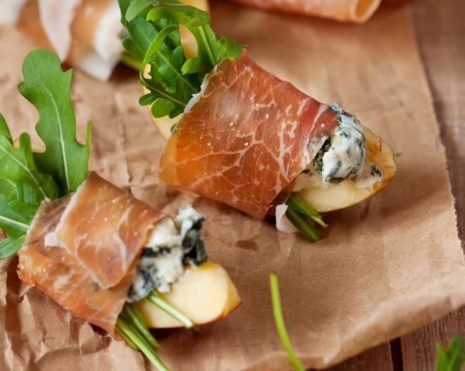 colazione-proteica-low-carb-dieta-dimagrire-light-prosciutto-bresaola-formaggio-caprino-mela-pera