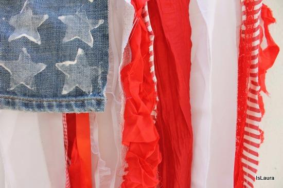 Bandiera americana con materiali di riciclo