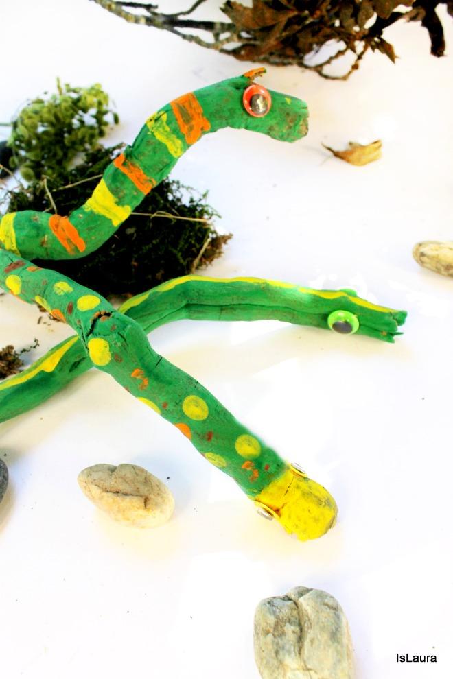 Come fare legni dipinti che divenmtano serpenti. Lavoretto autunno