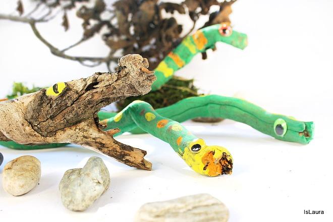 Come realizzare legni dipinti che divenmtano serpenti. Lavoretto autunno