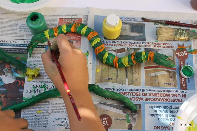 Step 2 legnetti dipinti che diventano serpenti. Lavoretto autunno