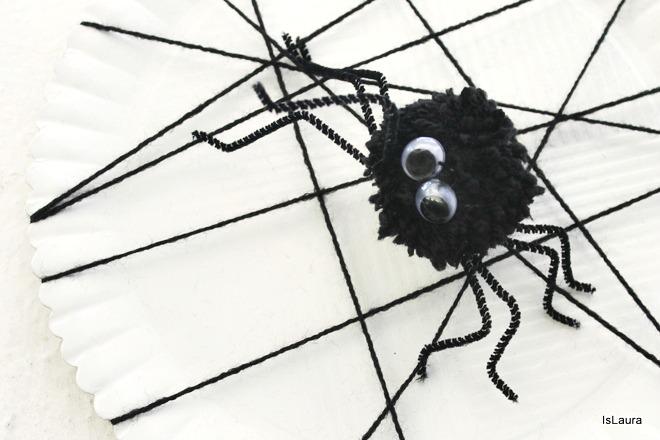 Come fare a realizzare ragnatela e ragno di pompon halloween