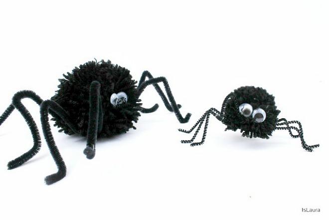 Come fare ragni per Halloween con lana pompon nettapipe e occhietti ballerini