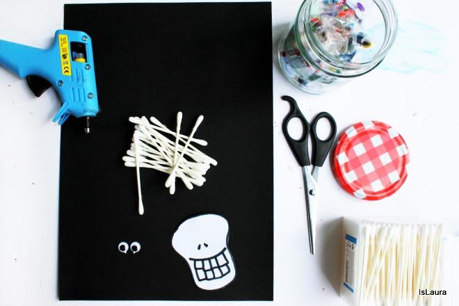 Come fare uno scheletro per Halloween con cartoncino cotton fioc g, gioco attività bambini
