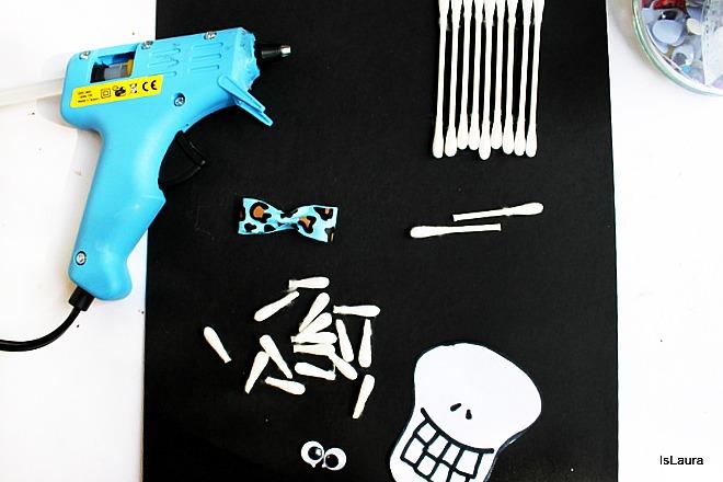 Come fare uno scheletro per Halloween con cartoncino cotton fioc gioco attività bimbi