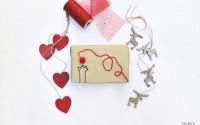 Come-realizzare-dei-pacchi-regalo-con-carta-da-pacchi-e-lana.