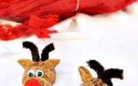 Come-realizzare-renne-calamite-riciclando-tappi-di-sughero-nettapipe-pompon-e-occhietti-mobili