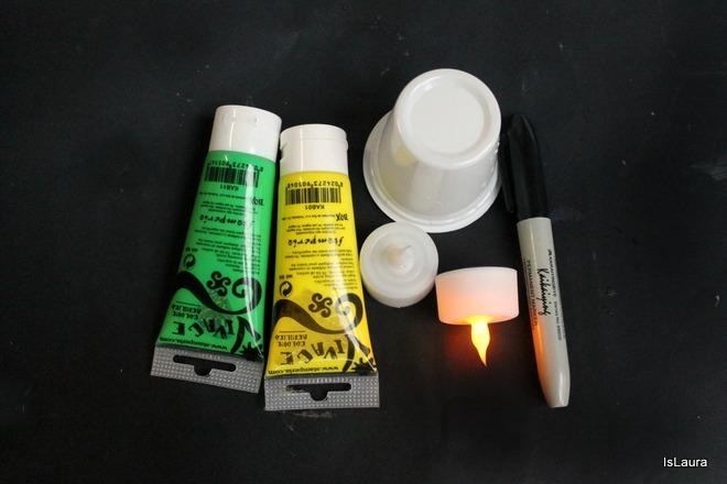 Occorrente Come  fare lumini coloraticon bicchieri dello Yogurt per Halloween