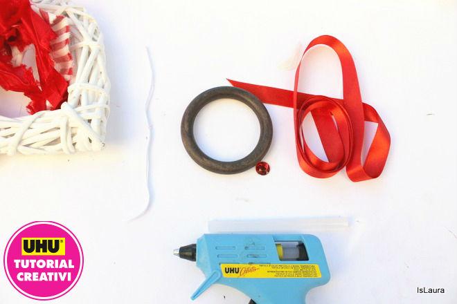 Occorrente per realizzare piccole semplici ghirlande di Natale con anelli di legno e materiali di riciclo