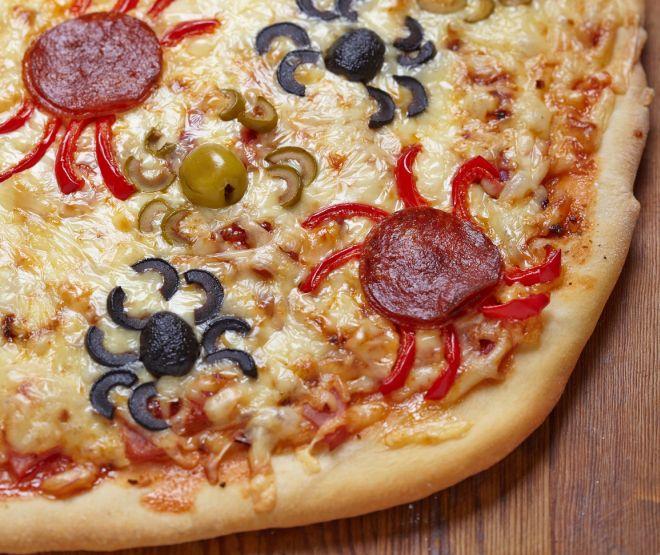 ricette-di-halloween-per-bambini-pizza-ragnetti