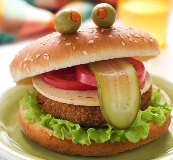 ricette-halloween-bambini-burger-vegetariano-mostro-alieno