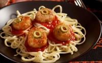 ricette-halloween-bambini-spaghetti-con-polpette-occhi-di-ciclope