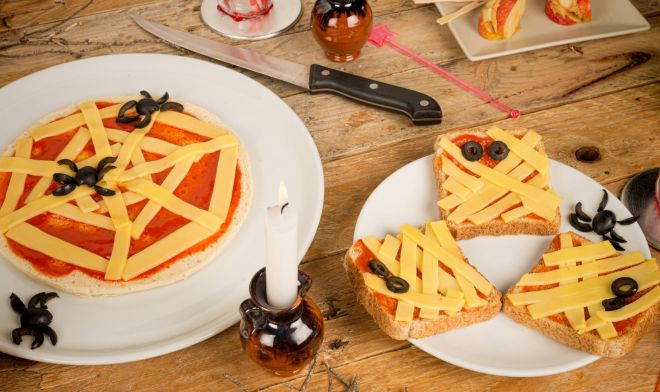 ricette-halloween-toast-pizza-mummia