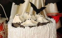 ricette-halloween-torta-panna-cioccolato-meringhe-fantasmini