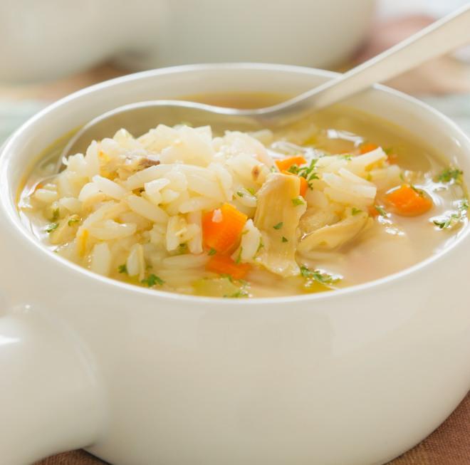 ricette-svezzamento-10-mesi-minestrina-riso-pollo-verdure