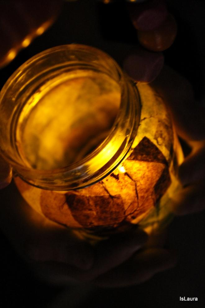 tutorial di come fare lanterne di San Martino con vasi di vetro  perline in legno carta velina e colla
