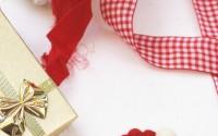 Come-fare-cuore-spila-per-Natale-palline-di-felto