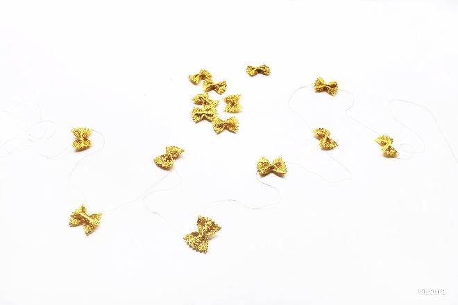 Ghirlanda-con-pasta-alimentare-e-glitter