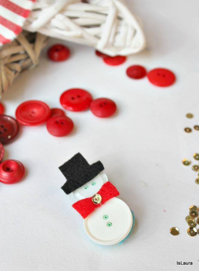 Lavoretti Di Natale Con I Bottoni.Una Spilla A Forma Di Babbo Natale Con Bottoni Mamma Felice