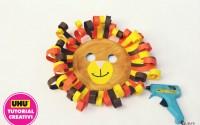 Maschera-di-carnevale-leone-con-materiali-di-riciclo.