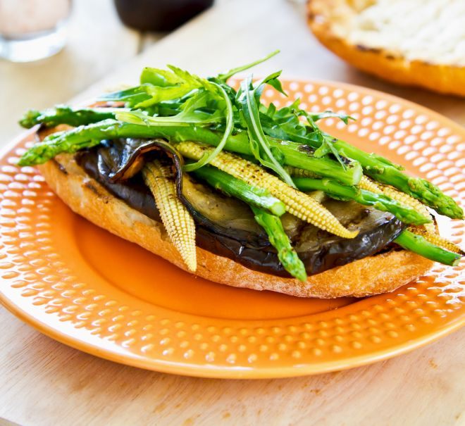 panini-vegan-melanzane-verdure-asparagi-pannocchie-rucola