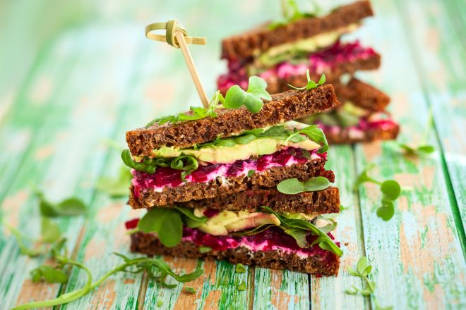 panini-vegan-tramezzino-barbabietola-avocado