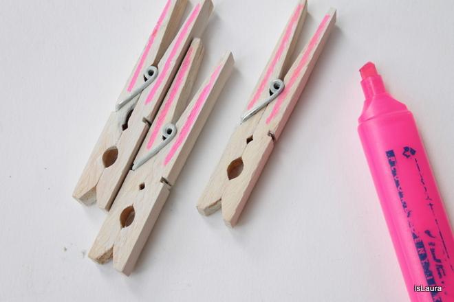 Mollette-di-legno-colorate-con-pennarello-rosa