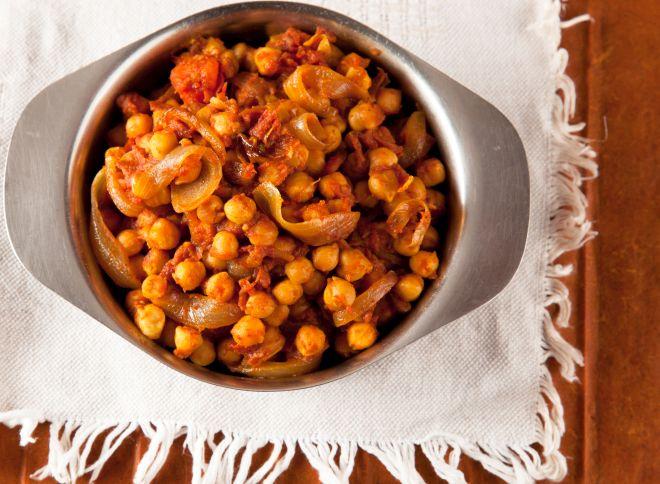 ricette-vegetariane-con-i-legumi-ceci-al-pomodor
