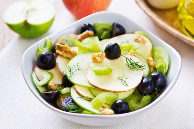 menu-di-pasqua-per-la-famiglia-insalata-primavera-fresca-waldorf-noci-sedano-mela